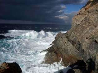 La punta Pelusella qui ferme le golfe de Lava au Nord.